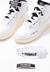 Nike Sportswear - AIR FORCE 1 UTILITY - Baskets montantes - white/light cream/black - 7