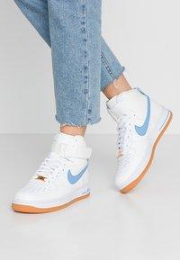 Nike Sportswear - Matalavartiset tennarit - summit white/light blue/white/med brown - 0