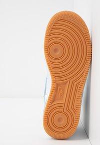 Nike Sportswear - Matalavartiset tennarit - summit white/light blue/white/med brown - 6