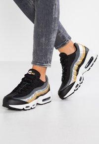 Nike Sportswear - NIKE AIR MAX 95 - Sneakers - black/metallic gold - 0