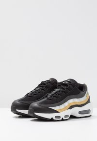 Nike Sportswear - NIKE AIR MAX 95 - Sneakers - black/metallic gold - 4