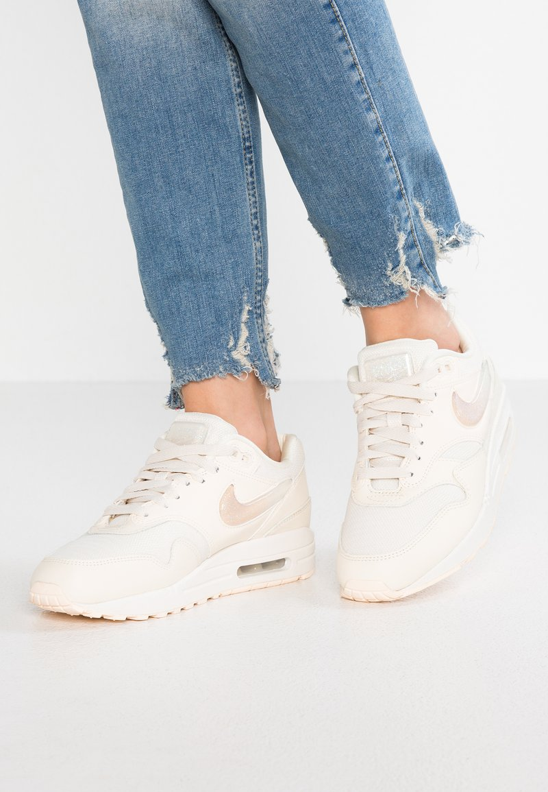 Nike Sportswear - AIR MAX 1 JP - Sneakers laag - pale ivory/summit white/guava ice