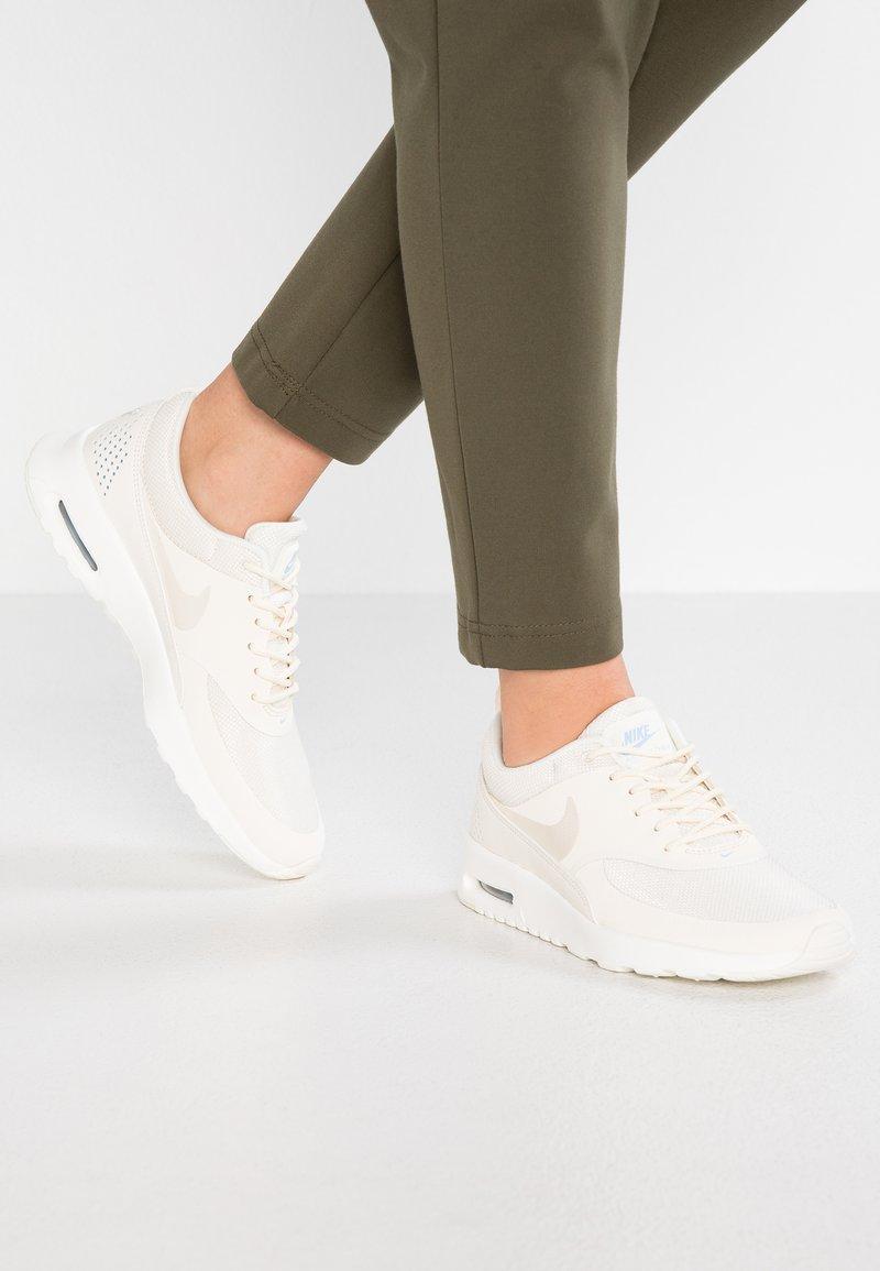 Nike Sportswear - AIR MAX THEA - Sneakers laag - pale ivory/sail/aluminum