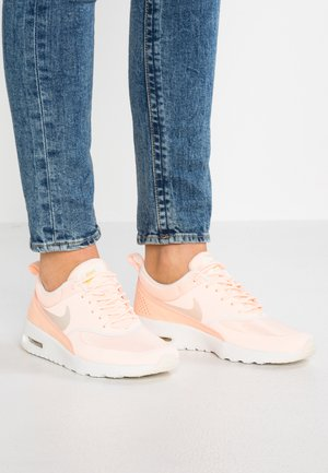 AIR MAX THEA - Baskets basses - crimson tint/pale ivory/celery/summit white