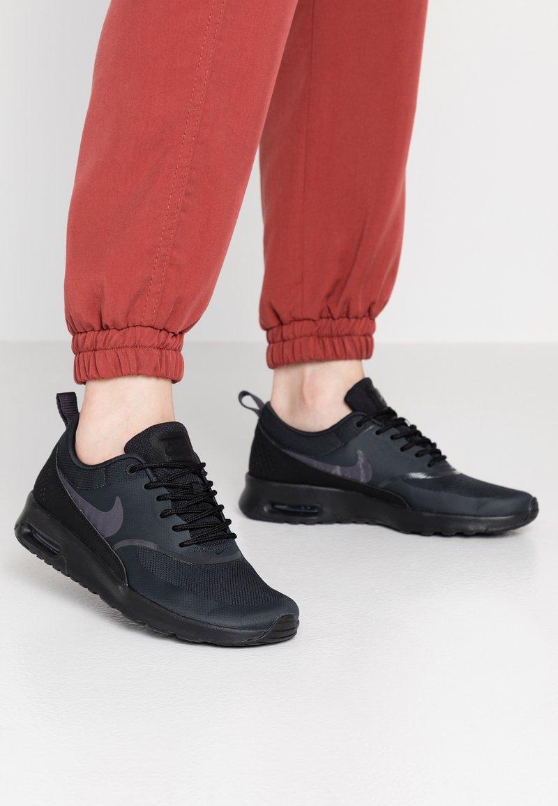 Nike Sportswear - AIR MAX THEA - Sneaker low - off noir/gridiron/black/summit white