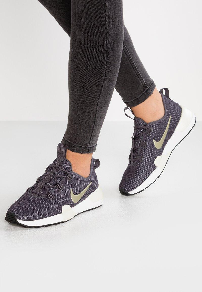 Nike Sportswear - ASHIN MODERN PRM - Sneaker low - thunder grey/metallic gold star