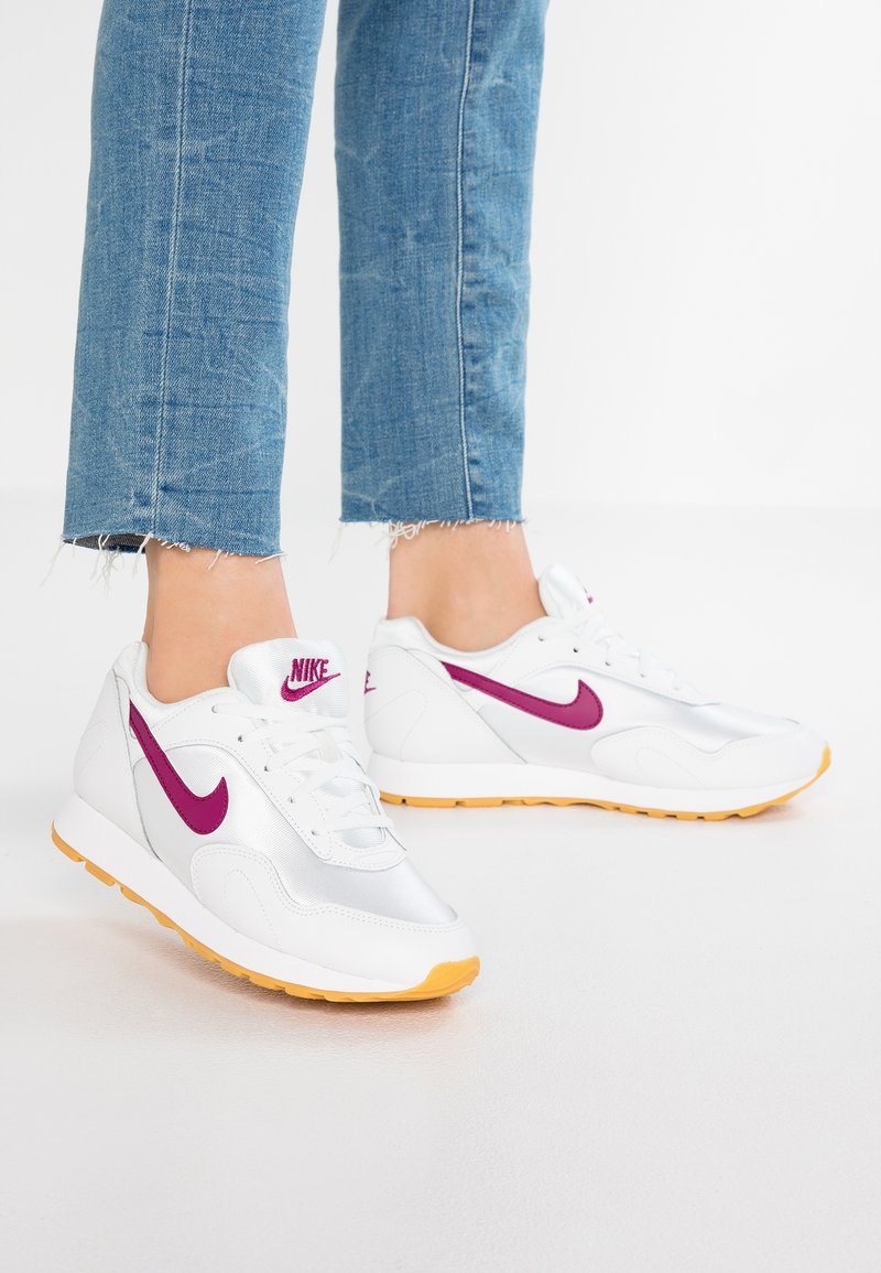 Nike Sportswear - OUTBURST - Trainers - summit white/true berry/yellow