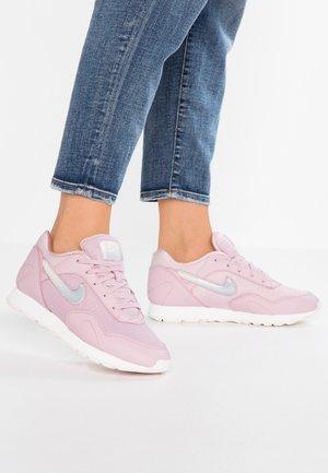 OUTBURST PRM - Sneaker low - plum chalk/celery/summit white/pale pink