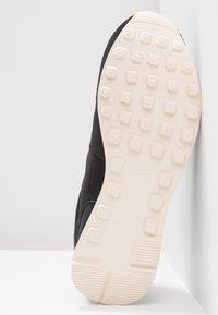 Nike Sportswear - INTERNATIONALIST PRM - Joggesko - black/summit white/light cream/tan - 6