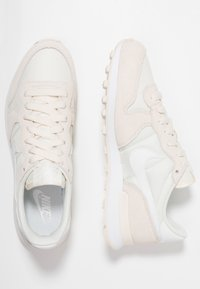 Nike Sportswear - INTERNATIONALIST - Sneaker low - pale ivory/summit white/white - 3