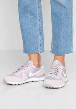 INTERNATIONALIST - Sneakers laag - violet ash/white