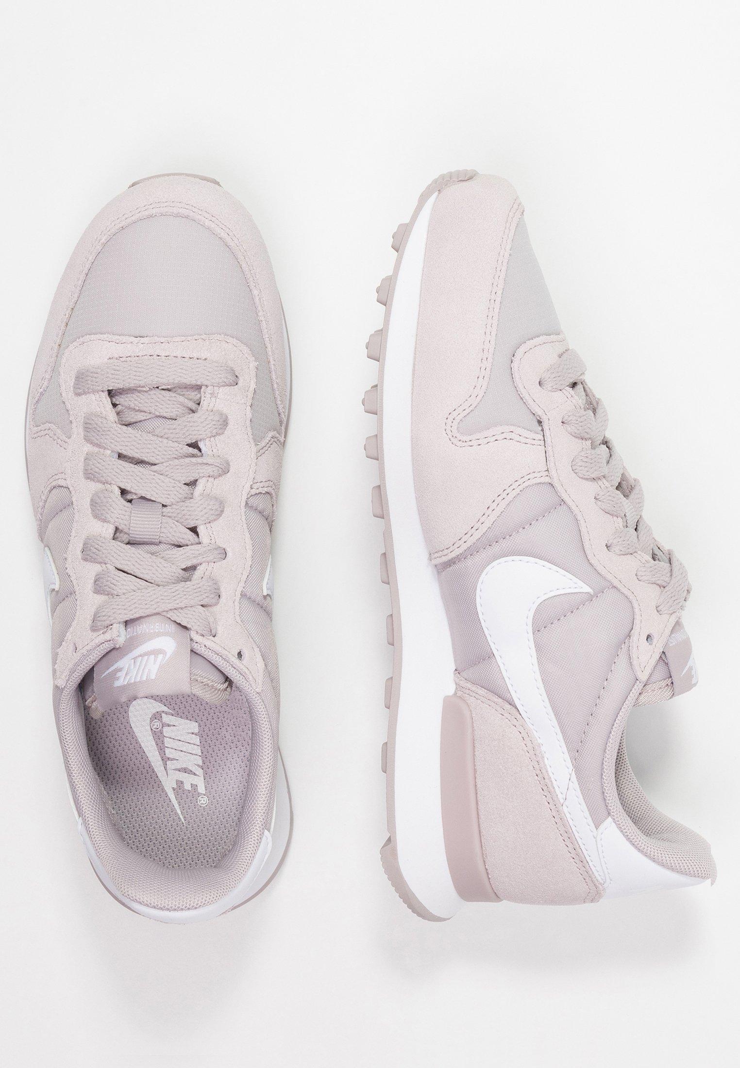 Nike Sportswear INTERNATIONALIST Joggesko rose goldoil
