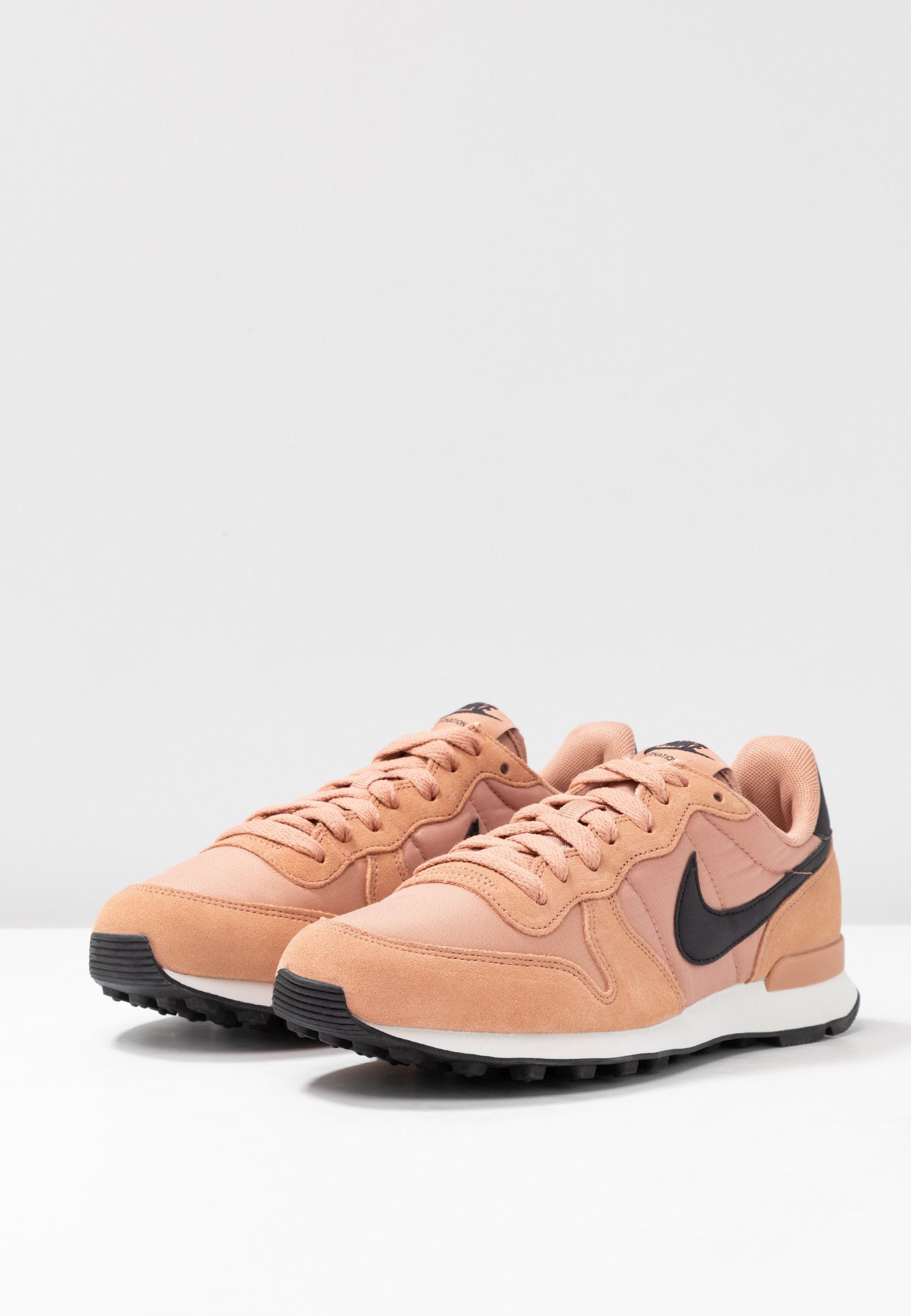 INTERNATIONALIST Sneakers laag rose goldoil greysummit white