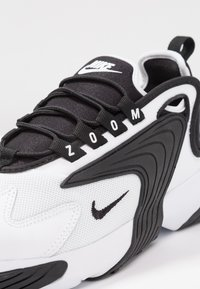 Nike Sportswear - ZOOM 2K - Joggesko - white/black - 5