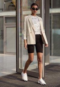 Nike Sportswear - ZOOM 2K - Trainers - platinum tint/hyper crimson/white/black - 3
