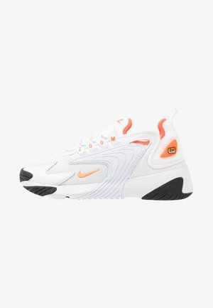 ZOOM 2K - Matalavartiset tennarit - platinum tint/hyper crimson/white/black