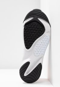 Nike Sportswear - ZOOM 2K - Sneaker low - platinum tint/hyper crimson/white/black - 7