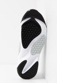 Nike Sportswear - ZOOM 2K - Sneaker low - white/pure platinum/gym red/black - 6