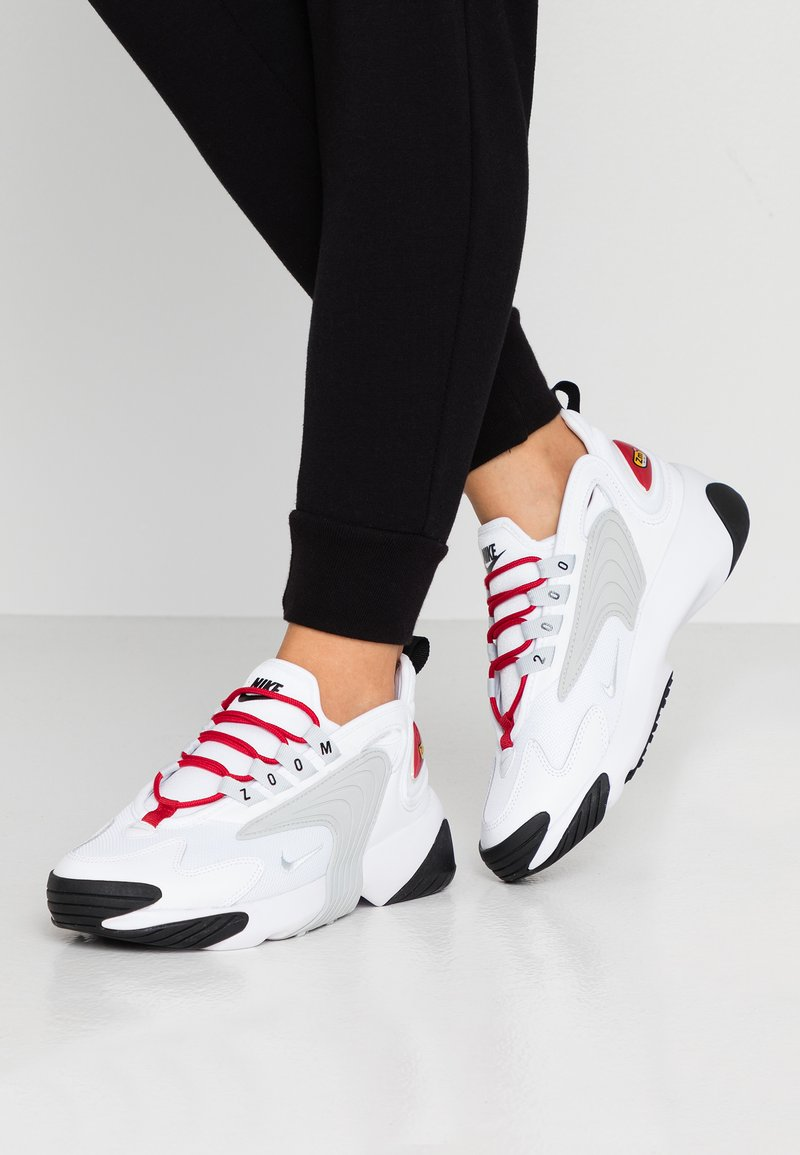 Nike Sportswear - ZOOM 2K - Sneakers laag - white/pure platinum/gym red/black