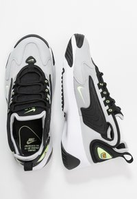 Nike Sportswear - ZOOM 2K - Sneakersy niskie - black/barely volt/grey fog/white - 3
