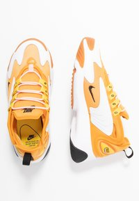 Nike Sportswear - ZOOM 2K - Sneakers laag - amber rise/black/coral stardust/chrome yellow/med brown/white - 3