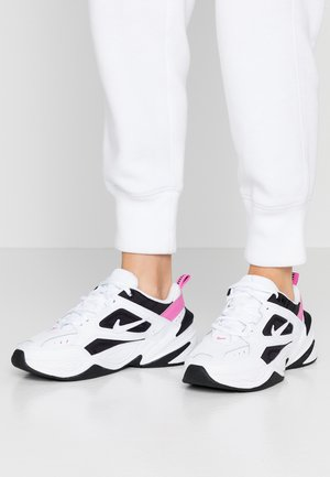 M2K TEKNO - Sneakers laag - white/china rose/black