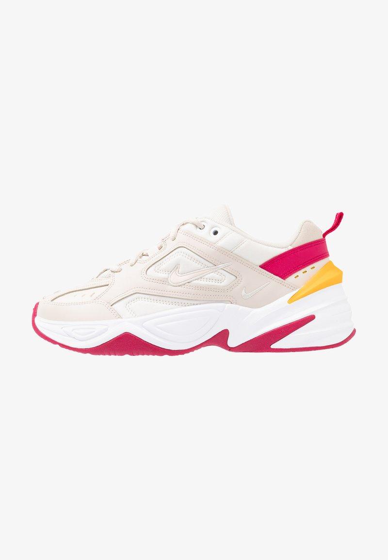 Nike Sportswear - M2K TEKNO - Sneaker low - desert sand/phantom/wild cherry/dark sulfur
