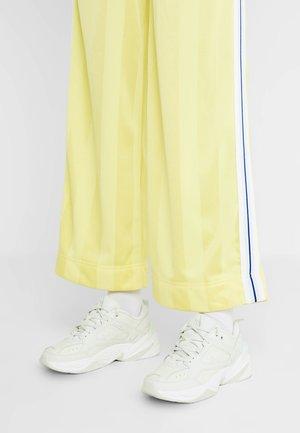 M2K TEKNO - Sneakers laag - spruce aura/sail/summit white