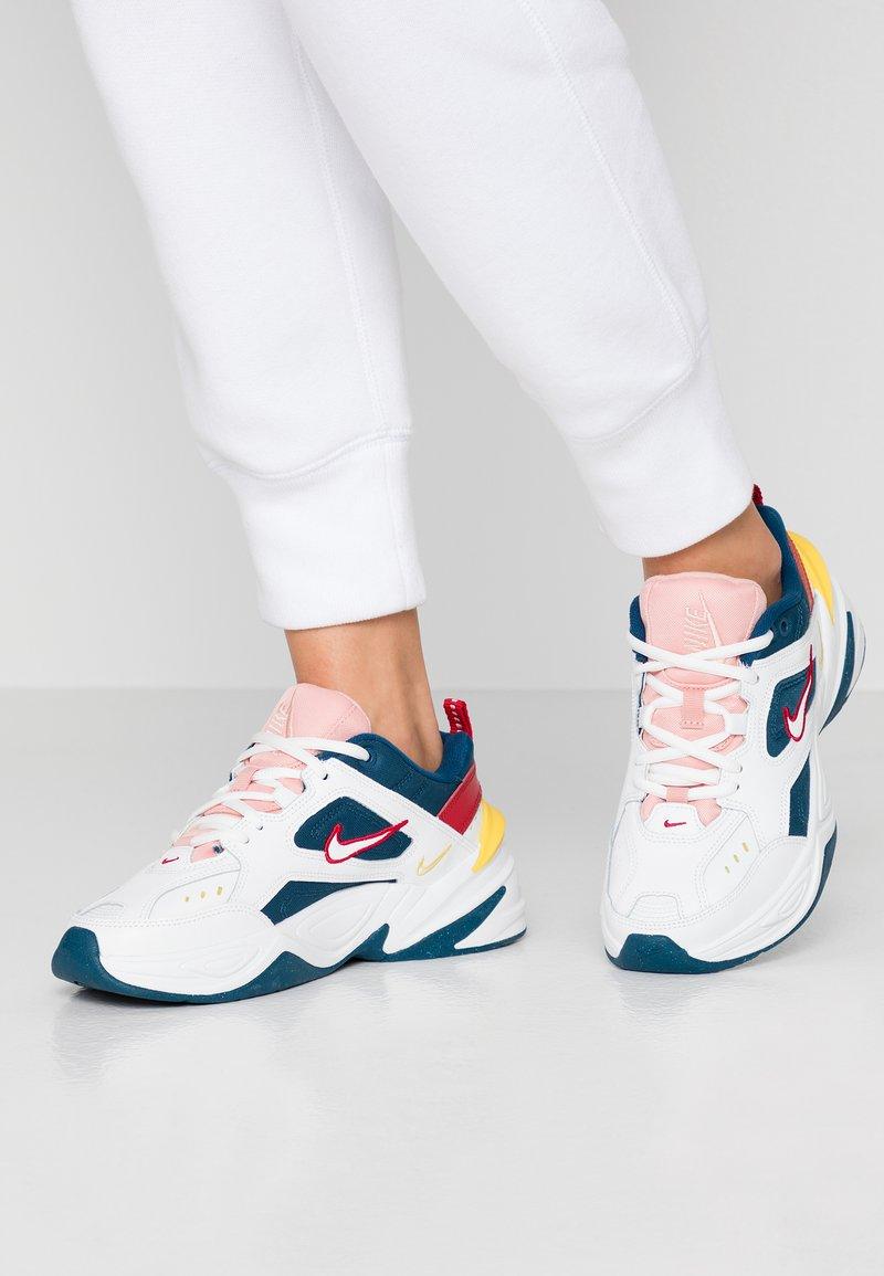 Nike Sportswear - M2K TEKNO - Baskets basses - blue force/summit white/chrome yellow