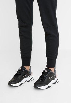 M2K TEKNO - Baskets basses - black/plum chalk/dark grey/summit white