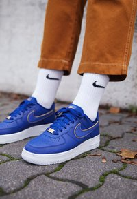 Nike Sportswear - AIR FORCE 1 '07 - Baskets basses - blue force/white/metallic gold - 4