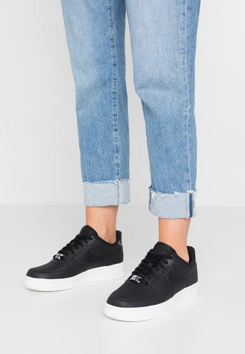 Nike Sportswear - AIR FORCE 1 '07 ESS - Sneaker low - black/summit white