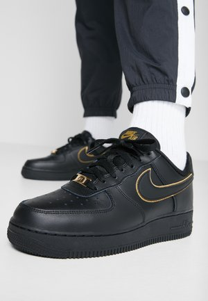 AIR FORCE 1 '07 - Sneakersy niskie - black/black metallic gold/black