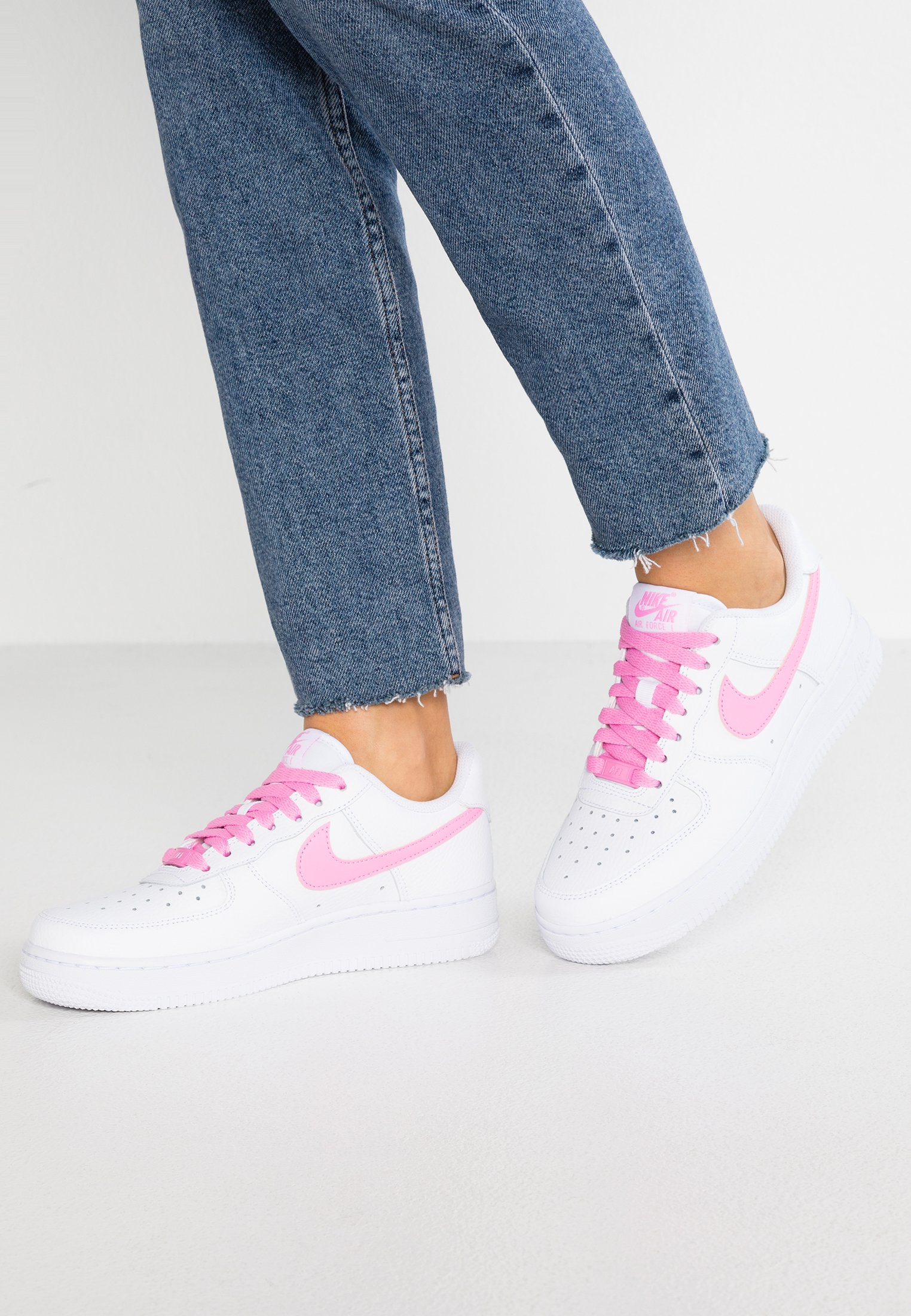 AIR FORCE 1 '07 Baskets basses whitepsychic pink
