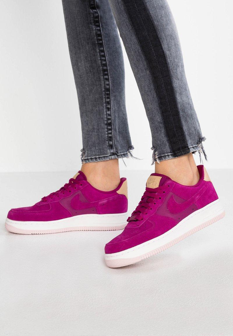 Nike Sportswear - AIR FORCE  - Sneaker low - true berry/summit white/tan/barely rose