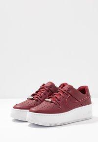Nike Sportswear - AF1 SAGE - Matalavartiset tennarit - team red/noble red - 4