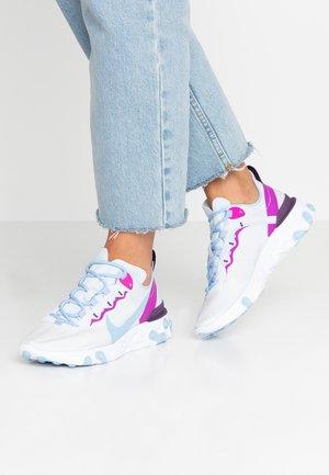 REACT 55 - Sneaker low - football grey/psychic blue/hyper violet