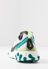 Nike Sportswear - REACT 55 - Zapatillas - fossil stone/dark smoke grey/barely volt/bright spruce/sail - 5