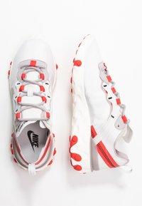 Nike Sportswear - REACT 55 - Joggesko - platinum tint/silver lilac/track red/black/sail - 3