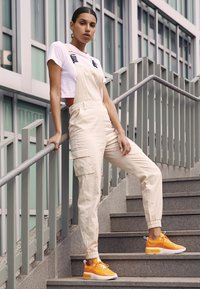 Nike Sportswear - AIR MAX DIA - Sneakers laag - orange peel/summit white - 3
