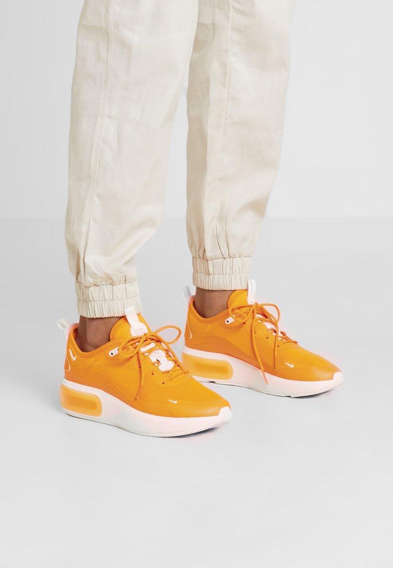 Nike Sportswear - AIR MAX DIA - Sneakers laag - orange peel/summit white