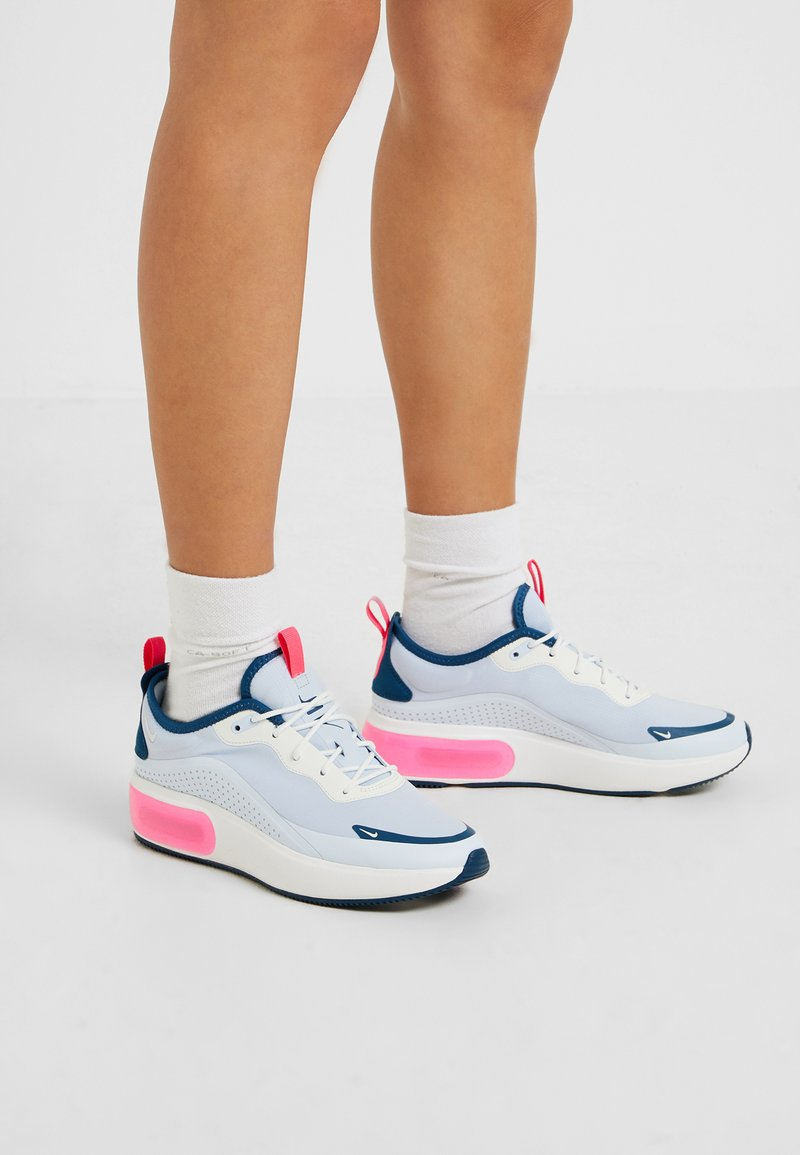 Nike Sportswear - AIR MAX DIA - Sneakers - half blue/summit white/blue force/hyper pink
