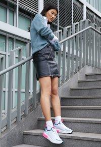 Nike Sportswear - AIR MAX DIA - Baskets basses - half blue/summit white/blue force/hyper pink - 3