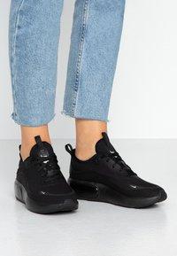 Nike Sportswear - AIR MAX DIA - Joggesko - black/metallic platinum - 0