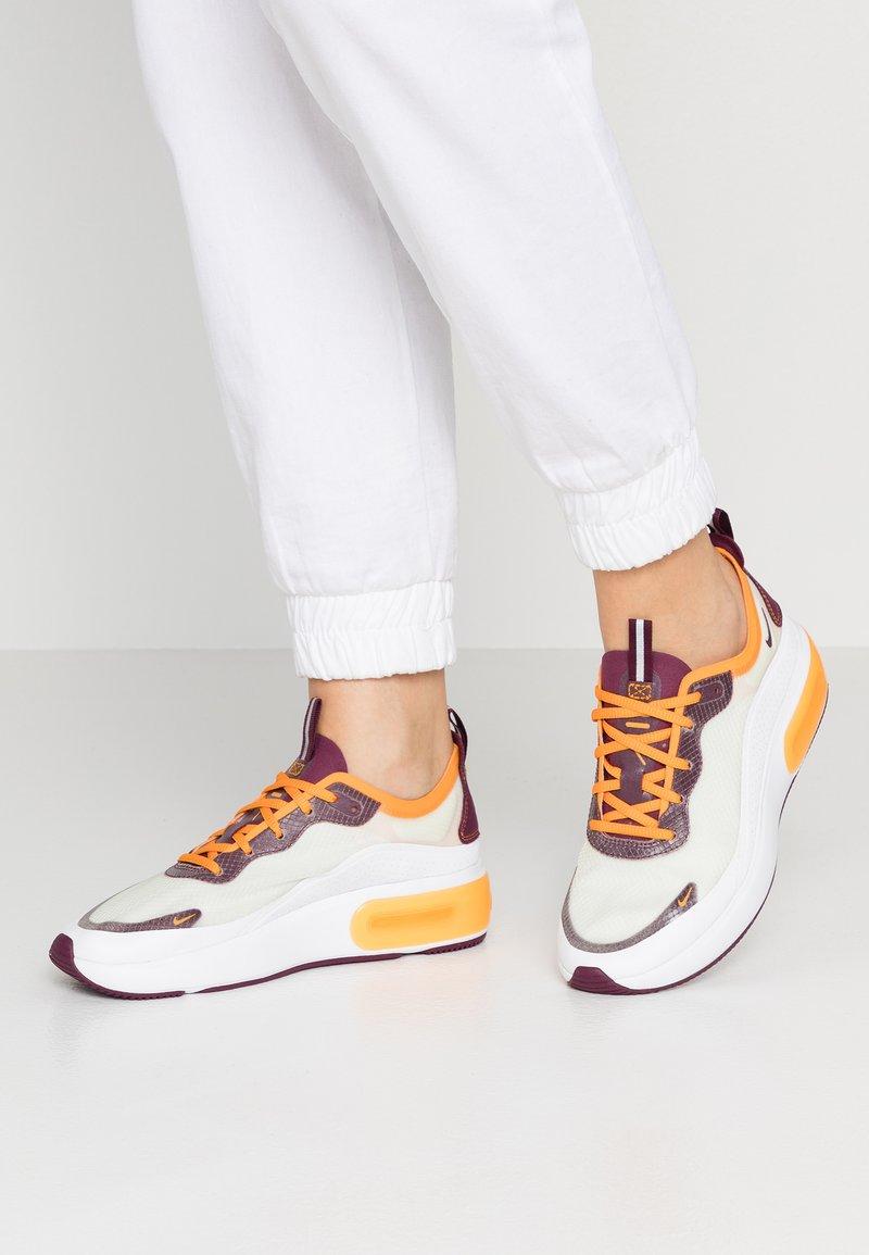 Nike Sportswear - AIR MAX DIA SE - Trainers - white/bordeaux/orange peel