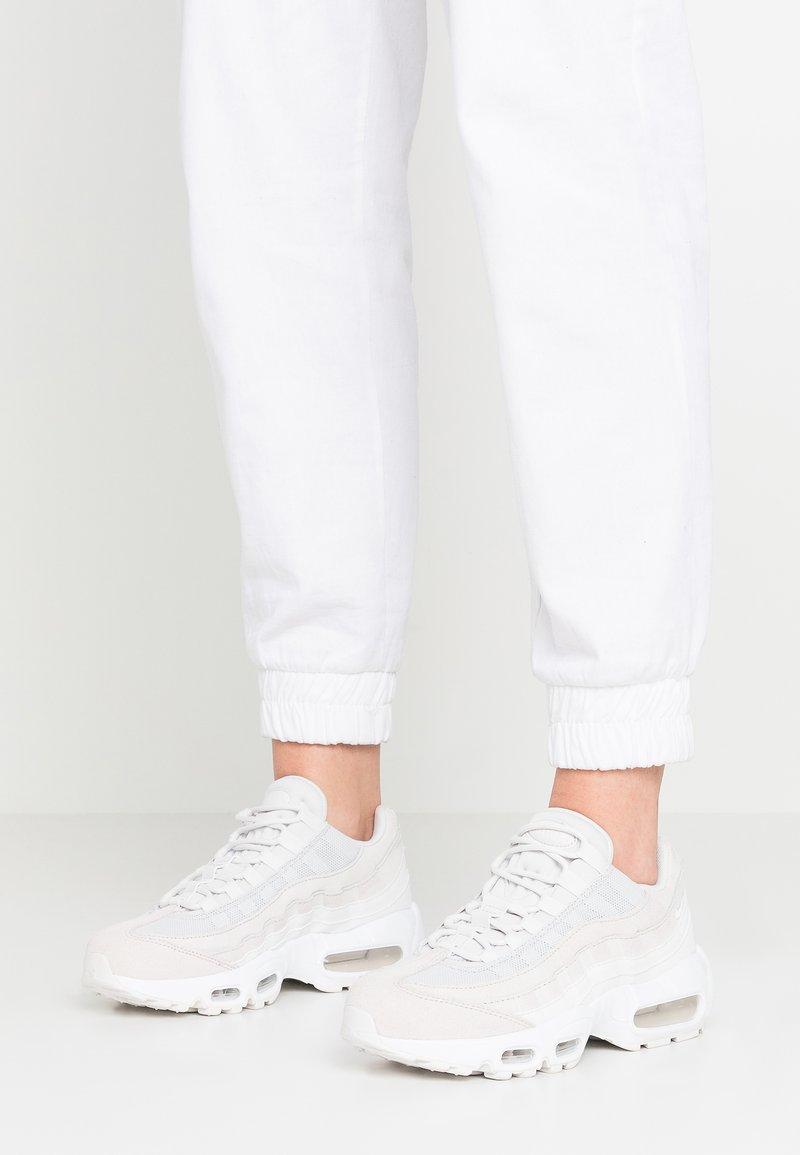 Nike Sportswear - AIR MAX 95 PRM - Sneaker low - platinum tint/summit white/white/pure platinum