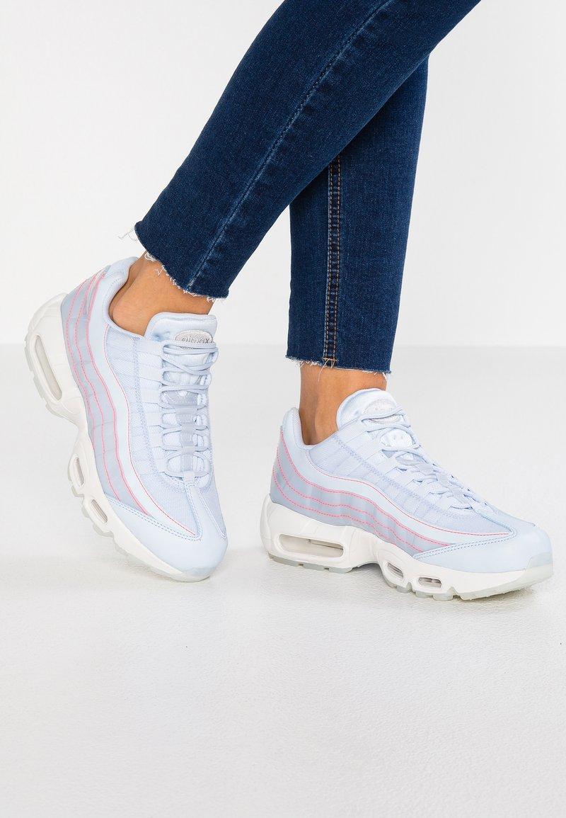 Nike Sportswear - AIR MAX 95 SE - Sneaker low - half blue/summit white