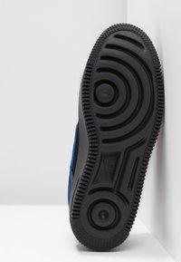 Nike Sportswear - AIR FORCE 1 SAGE - Baskets basses - black/habanero red - 6