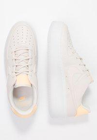 Nike Sportswear - AIR FORCE 1 SAGE  - Sneaker low - light orewood brown/melon tint - 3