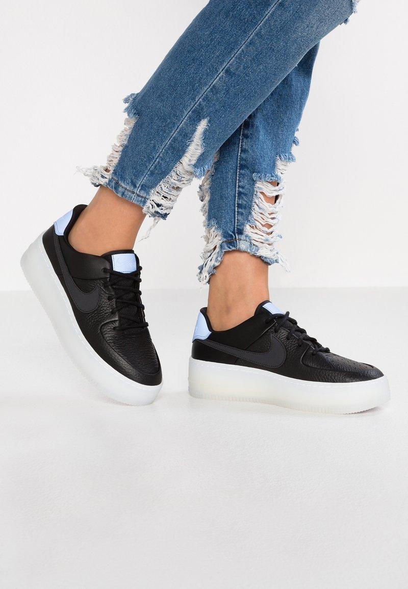 Nike Sportswear - AIR FORCE 1 SAGE  - Sneaker low - black/royal pulse